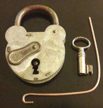 fonctionnement et crochetage d 39 une ancienne serrure chiffres avec ou sans garnitures. Black Bedroom Furniture Sets. Home Design Ideas